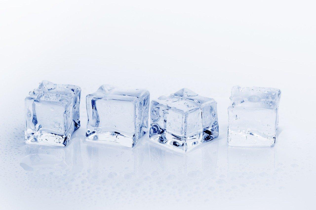 Výrobník ľadu a ľadových alebo studených výrobkov